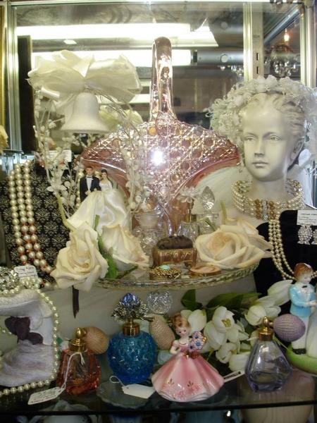 Wedding antiques and collectibles are matchless for a collector captivated by romance. From the sweetness of cake toppers to the tradition of cake charms, there is something for everyone!